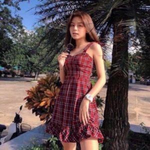 Đầm caro đỏ dánh ôm
